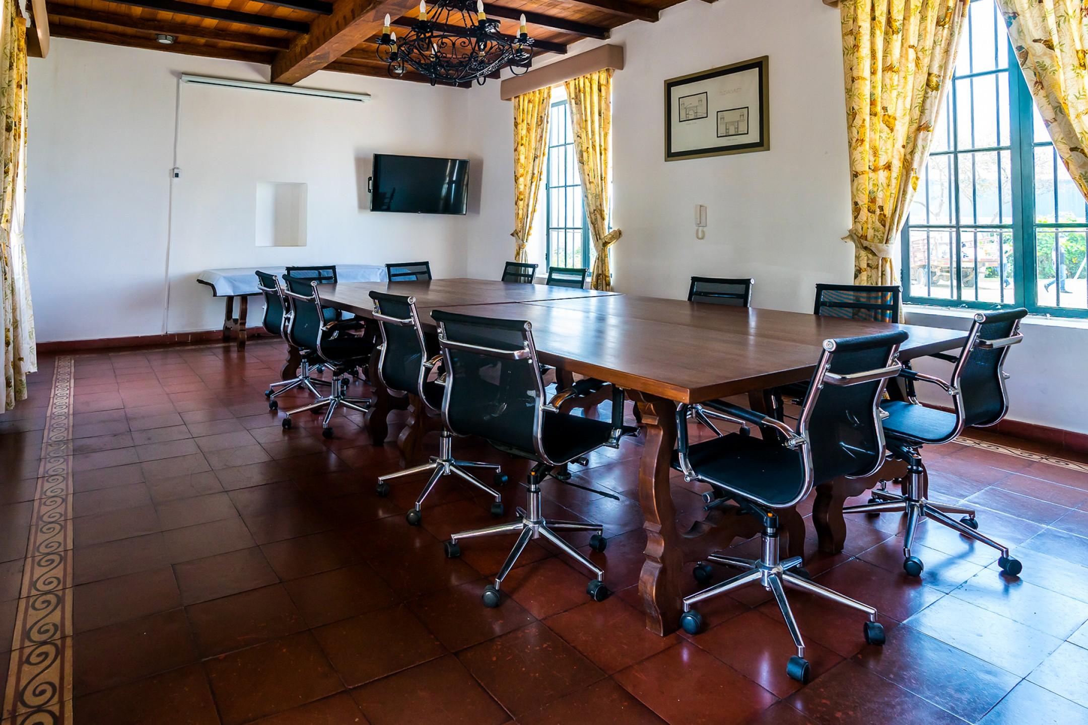 http://haciendabocanegra.com/images/chbn_PyvRasblTj_large-1080_0l21q.jpg